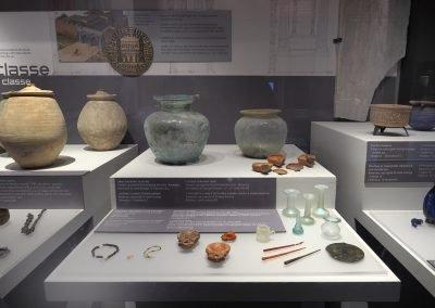 Foto 20: vetri e lucerne della Ravenna Imperiale
