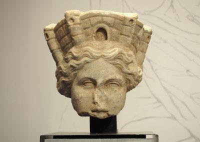 Foto 24: Testa della dea Fortuna (Tyche), marmo, II secolo d. C.