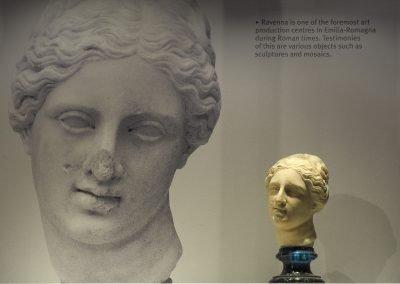 Foto 27: un particolare delle sculture della Ravenna Imperiale